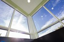 Modular construction curtain wall glazing